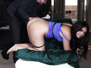Butt Fucking Satisfies This Curvy Ass Brunette Chick